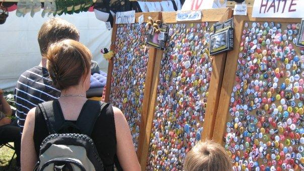 Billede fra en af de mange festivaller Badgeland var på helt i starten.
